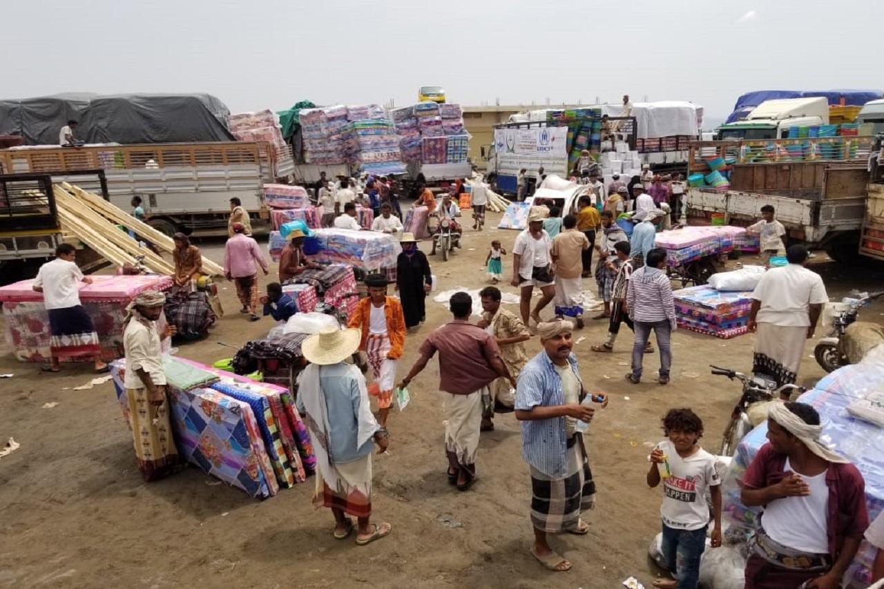 توزيع مجموعة المأوى الطارئ والمواد غير الغذائية ل 1712 أسرة متضررة من السيول في مديرية القناوص - محافظة الحديدة