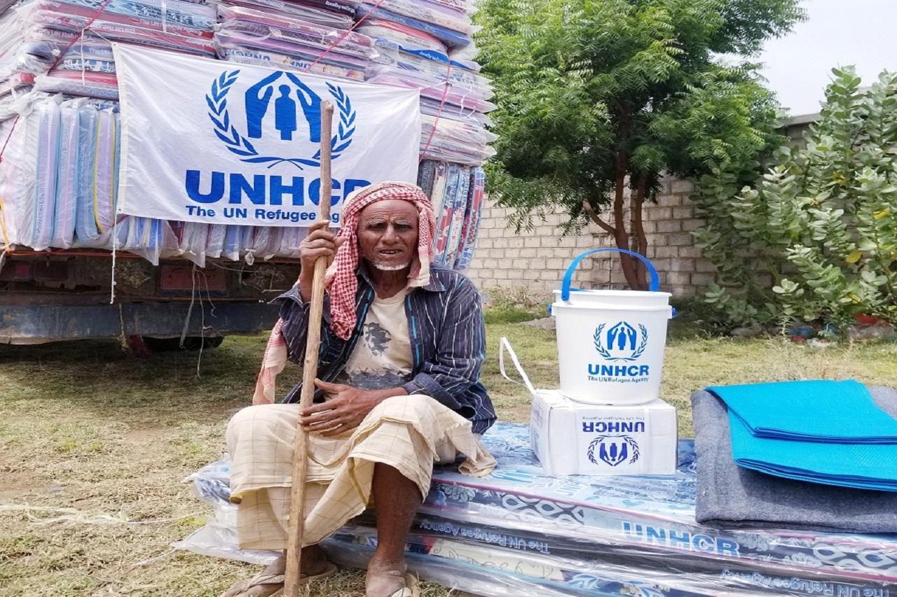 توزيع مواد غير غذائية ل 4583 أسرة نازحة في مديرية زبيد - محافظة الحديدة